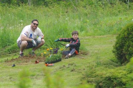 2016 June 4th Jeremy & Phin planting IMGP2199
